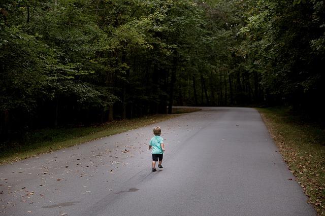 manfaat sehat jalan kaki dengan anak