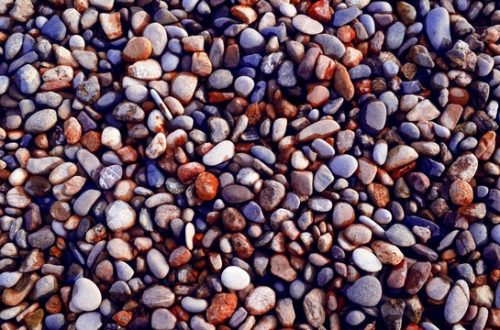 manfaat jalan kaki di atas batu kerikil